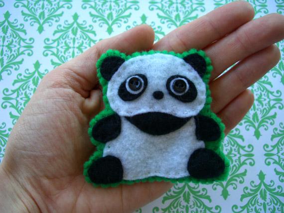 Broche de fieltro con forma de Oso Panda