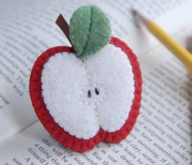 Patrón para broche de fieltro en forma de manzana partida mitad