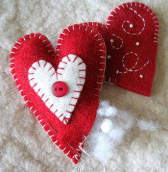 Adorno de fieltro en forma de corazón para árbol de Navidad 2