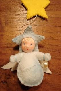 Ángel de fieltro para adorno de Navidad