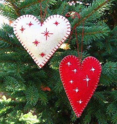Adorno de fieltro en forma de corazón para árbol de Navidad