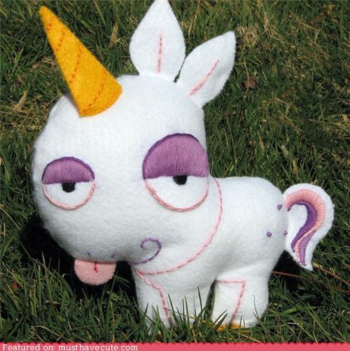 Broche o peluche de fieltro original en forma de unicornio estilo kawaii