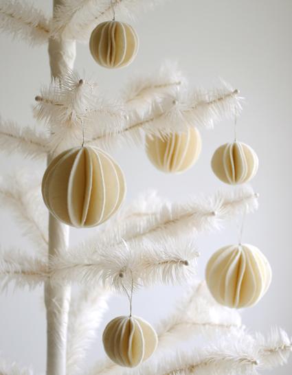 Adorno de fieltro para invierno y como adornos de Navidad en foma de bola de nieve