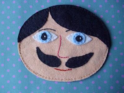 Cara de muñeco de fieltro, hombre con bigote