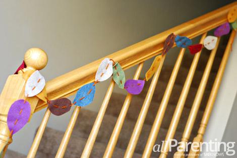 Guirnalda de fieltro con forma de hojas para decorar escaleras