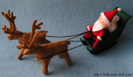 Manualidad de Navidad con Papa Noel con renos de fieltro