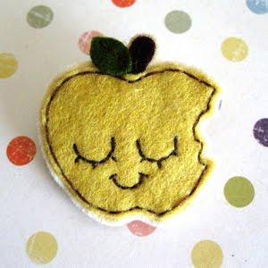 Broche fieltro manzana estilo kawaii
