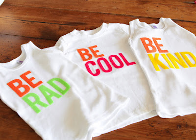 Camisetas con letras de fieltro, Be Cool, Be Kind
