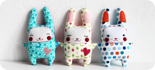 Manualidad de conejo Nini estilo Kawaai de tela o fieltro