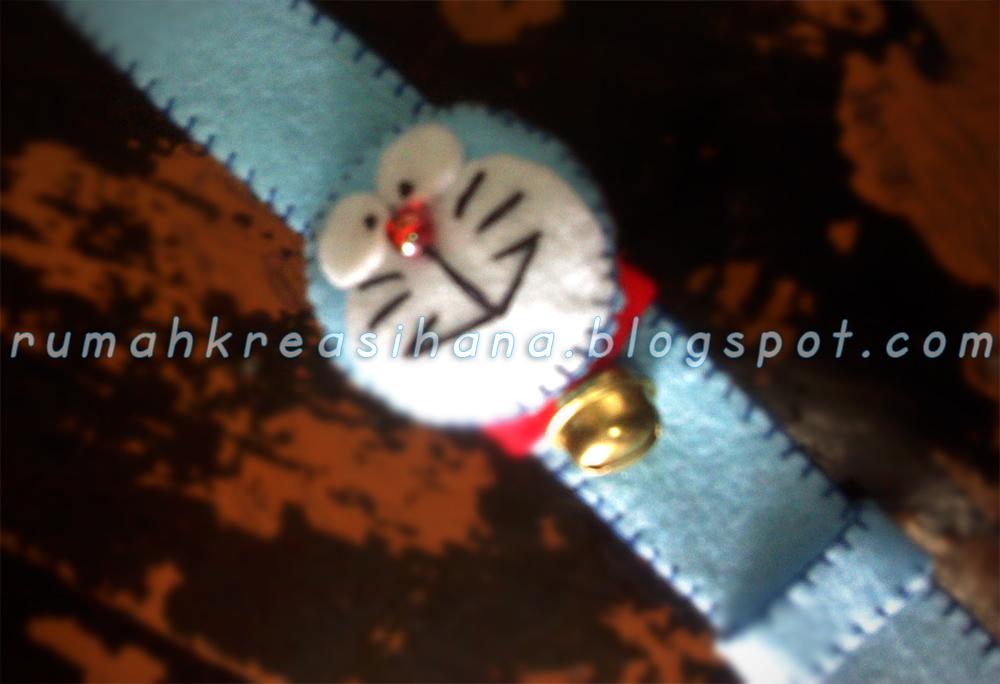 Pulsera Reloj de fieltro con cara de Doraemon