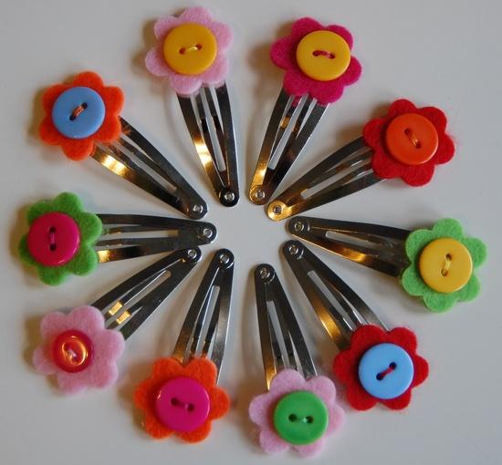 Clips del pelo con flores de fieltro y botones