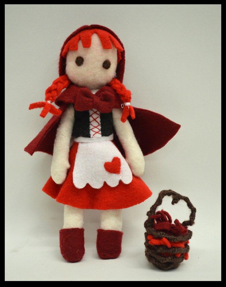 Muñeca Caperucita Roja hecha de fieltro
