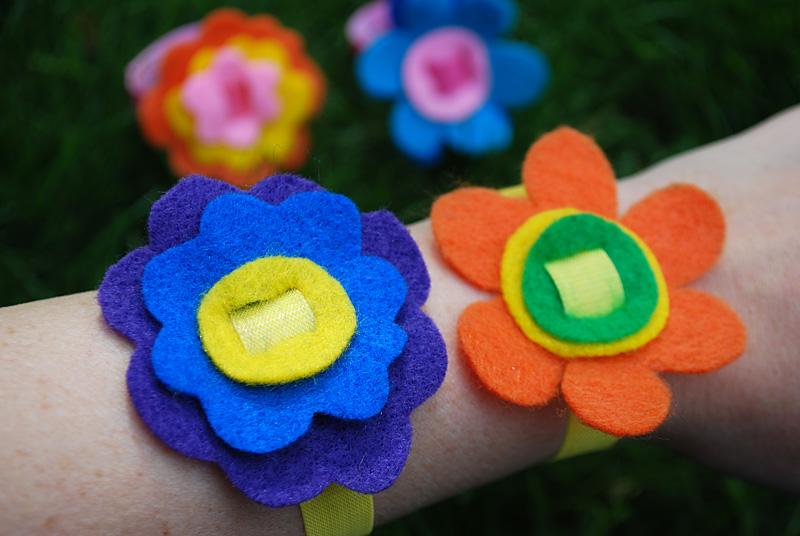 pulseras-flores-fieltro-paso-a-paso-1