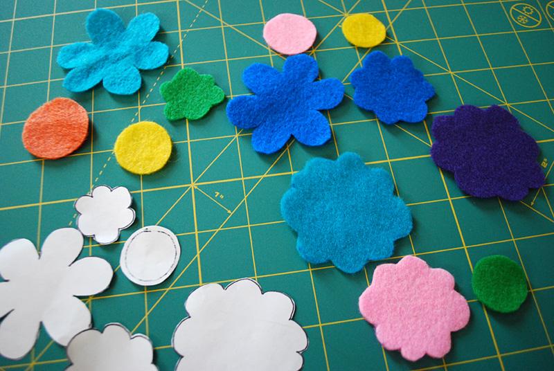 pulseras-flores-fieltro-paso-a-paso-4
