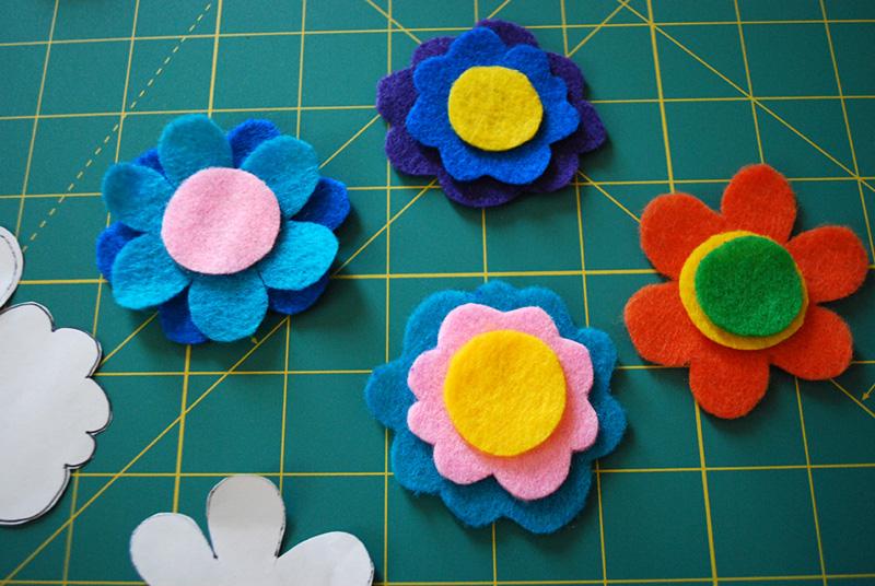 pulseras-flores-fieltro-paso-a-paso-5
