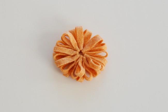 Tutorial broche flor fieltro, paso 4