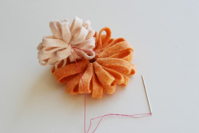 Tutorial broche flor fieltro, paso 5