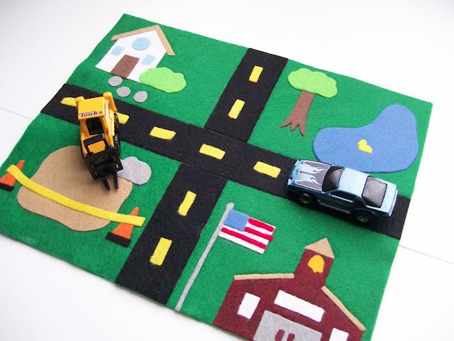 Manualidades de fieltro para niños, alfombra o tapete con circuito coches