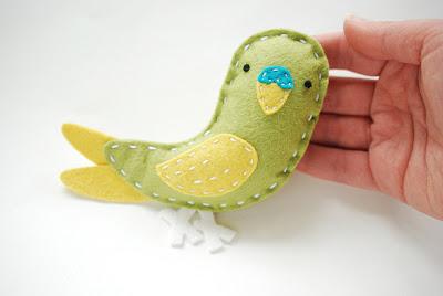 Manualidades de fieltro, broche con forma de papagayo