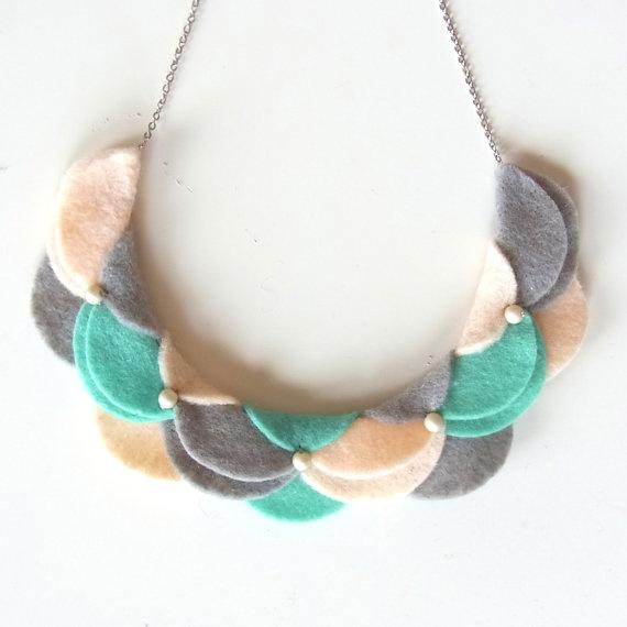 Un collar de fieltro realmente bonito | Broches de Fieltro | Todo ...