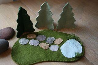Manualidad en fieltro para niños, bosque con lago y piedras