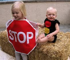 Disfraz fácil fieltro para niños: señal de stop y semáforos
