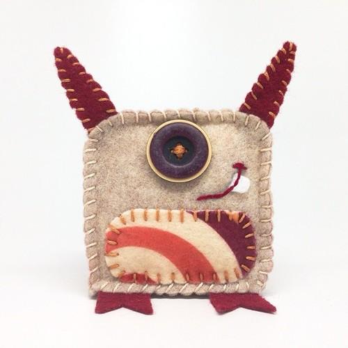Broche de fieltro original forma monstruo cíclope