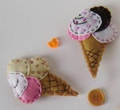 Broche de fieltro original con forma de cucurucho de helado