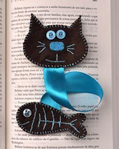 Punto de libro, manualidad de fieltro con forma de gato y pescado