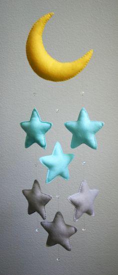 Móvil de fieltro con lunas y estrellas para habitación infantil