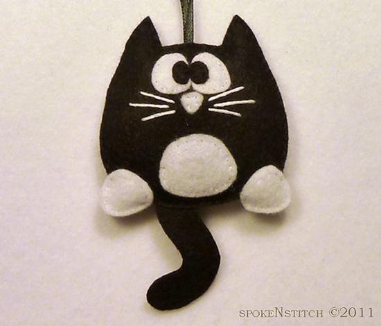 Manualidad fieltro, gato blanco y negro con esmoquin