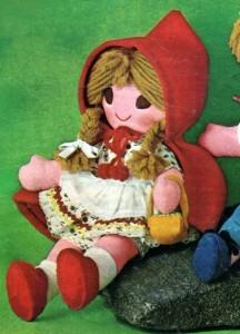 Muñeca caperucita roja hecha de  fieltro, tela y lana