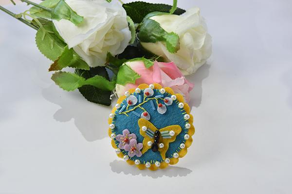 Tutorial broche fieltro forma mariposa decorado 3