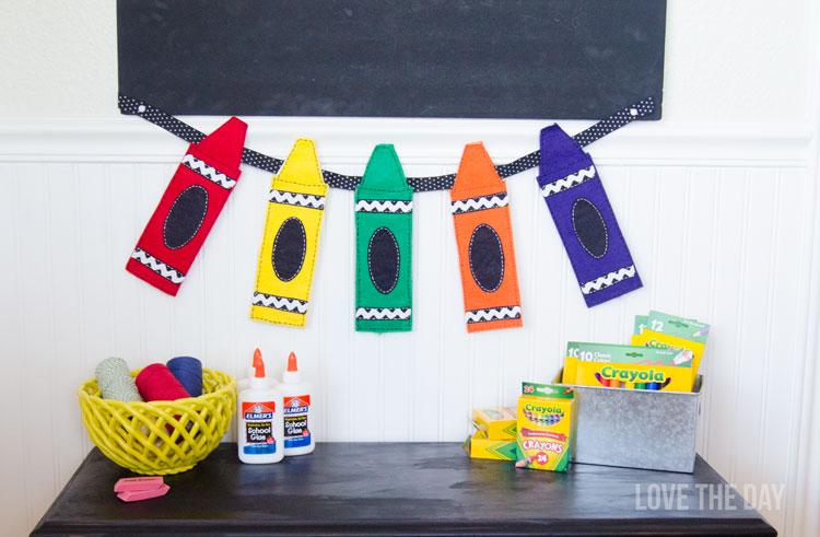 Guirlanda fieltro con lápcies crayons de colores