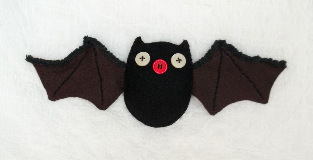 Murciélagos de fieltro DIY para decorar Halloween 2