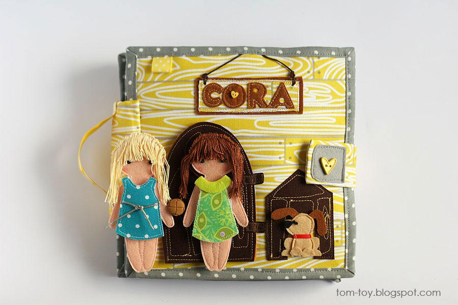 Libro o casa muñecas de fieltro, puerta entrada