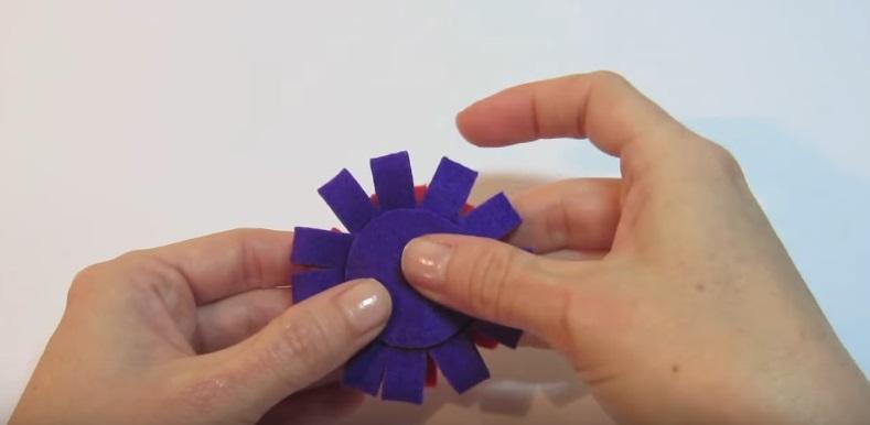 Tutorial para hacer una flor de fieltro fácil, paso 7