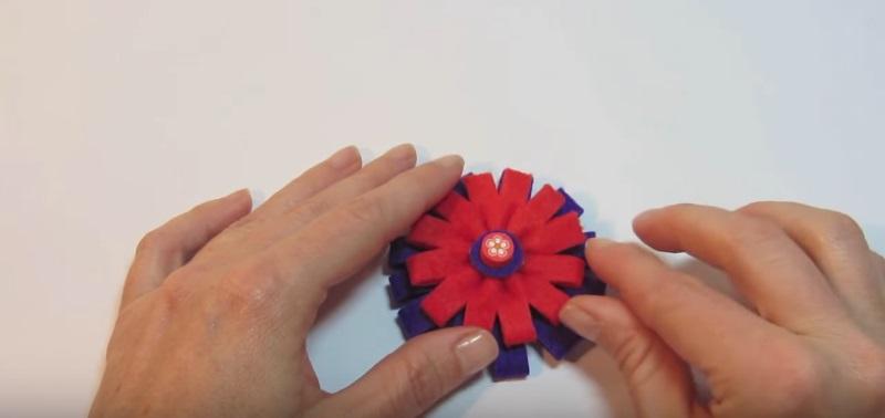 Tutorial para hacer una flor de fieltro fácil, paso 8