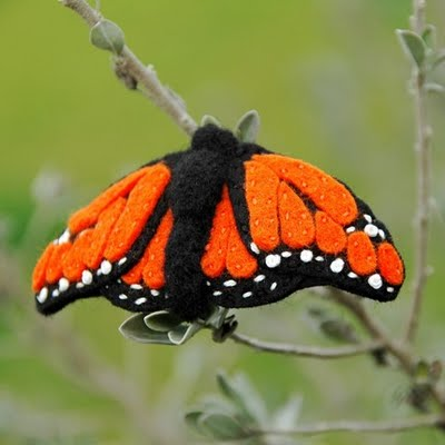 Una mariposa como broche de fieltro