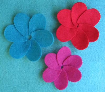Patrón y Tutorial para hacer una flor de fieltro