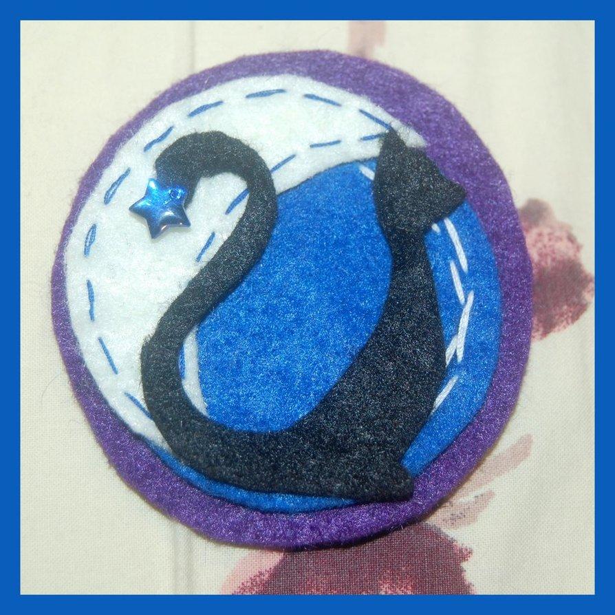 Gato con luna azul de fieltro