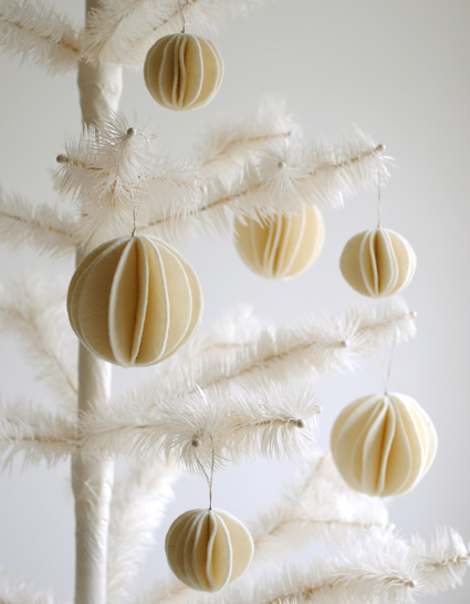 Adornos de invierno en fieltro: bola de nieve