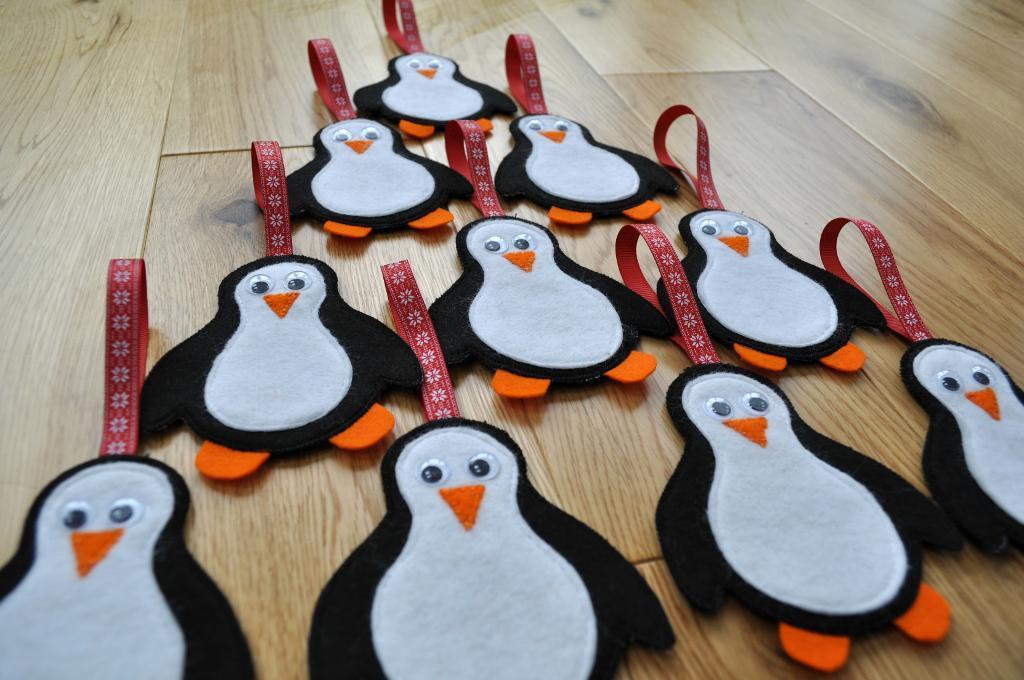 Pingüinos de fieltro para Navidad