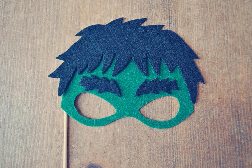Máscara de Hulk hecha con fieltro