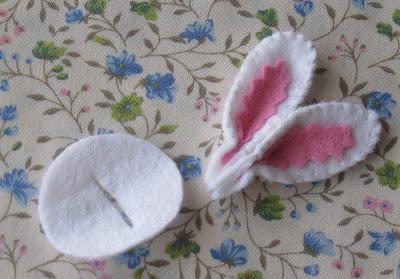 Adorno clip pelo en fieltro con forma de orejasd e conejo, tutorial paso a paso