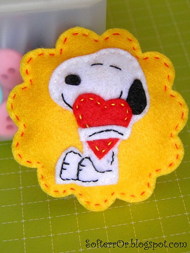 Broche de fieltro de Snoopy