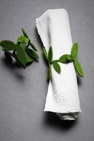Manualidades en fieltro, hojas para atar servilletas y decorar la mesa