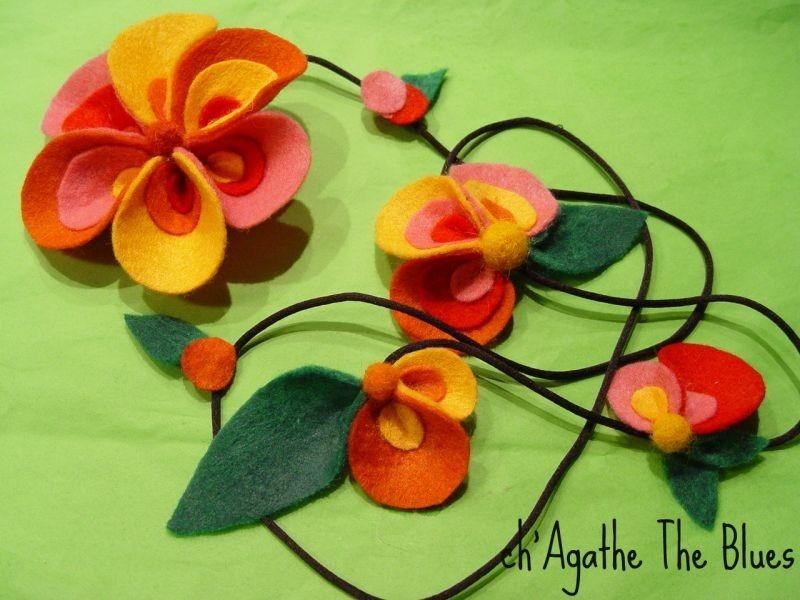 Collar hecho con flores y hojas de fieltro