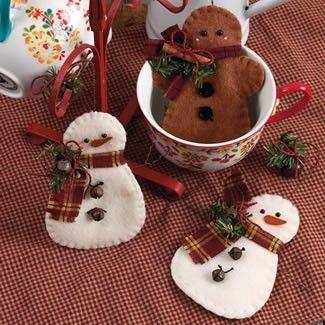 Muñecos de nieve de fieltro