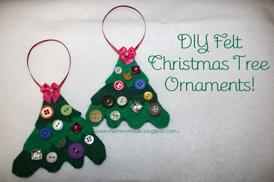 Árbol de Navidad en fieltro donde las bolas con botones